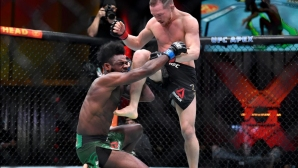 Дисквалификация на Пьотър Ян направи Стърлинг шампион на UFC (видео)