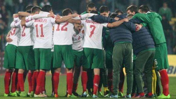 Радост и аплодисменти за българските футболисти след победата