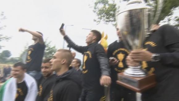 Жълто-черен купон в Пловдив преди старта на шествието