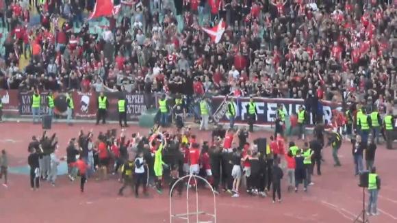 Радост в червено след края на дербито