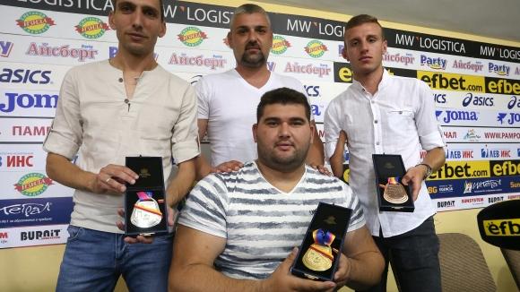 Параолимпийците ни показаха медалите от Мондиала в Лондон