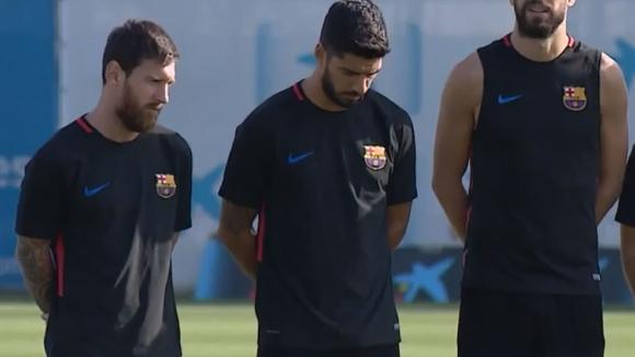 Футболната общност в Испания почете жертвите в Барселона