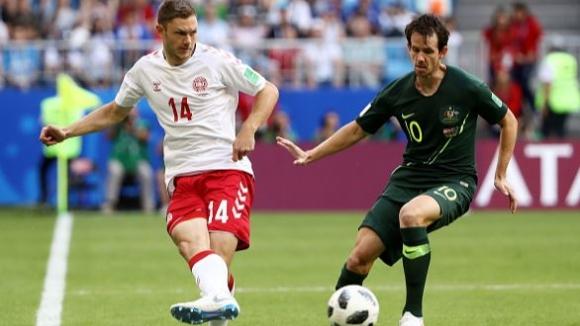 Австралия измъкна точка от Дания и запази шансове за класиране