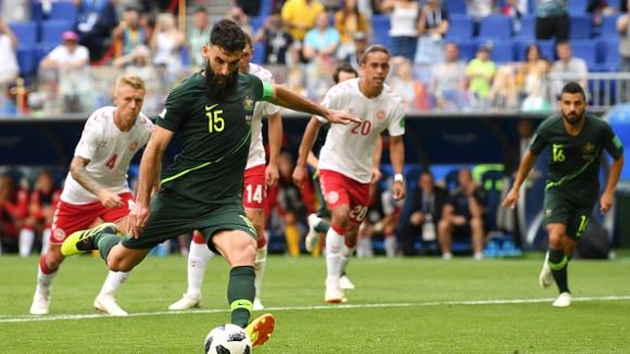ВАР даде дузпа за Австралия срещу Дания, Йединак не сгреши