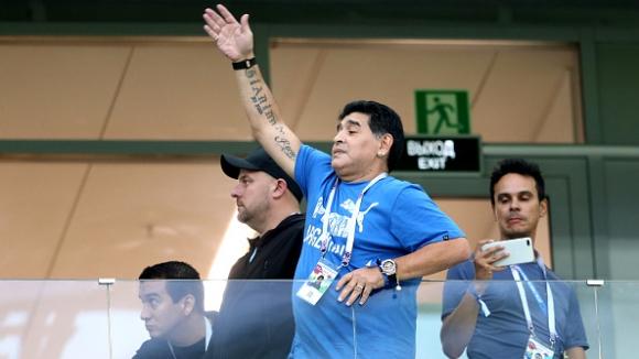 Марадона предизвика фурор по трибуните на стадиона в Нижни Новгород