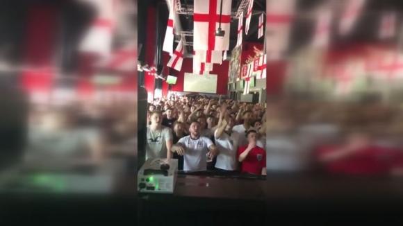 Бурна радост в английски пъб при гола на Кейн срещу Панама