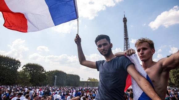 90 000 пред Айфеловата кула изпаднаха в екстаз след победата на Франция над Хърватия