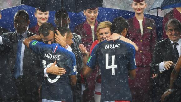 """""""Петлите"""" получиха златните си медали от Путин и Макрон"""