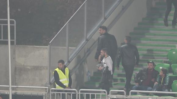 Искри между феновете на Левски и Лудогорец на полувремето в Разград
