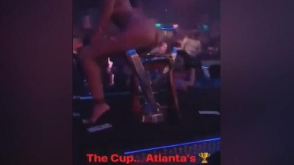 Купата на Атланта се озова в стриптийз клуб (18+)