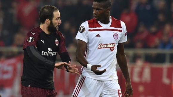 Олимпиакос поведе на Милан с гол на Сисе