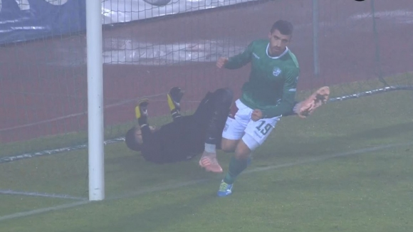 Берое отново поведе след гол между краката на Полачек