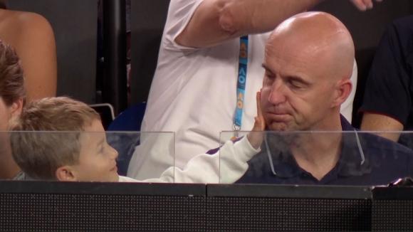 Синът на Федерер се превърна в атракция