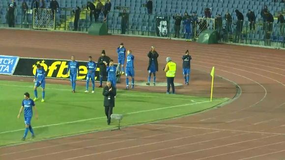 Дерменджиев и футболистите му обраха овациите от синята публика