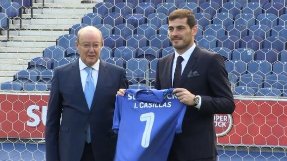 Икер Касияс подписа нов договор с Порто