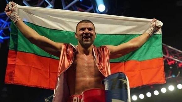 Трудна 13-а победа за Тервел Пулев на професионалния ринг