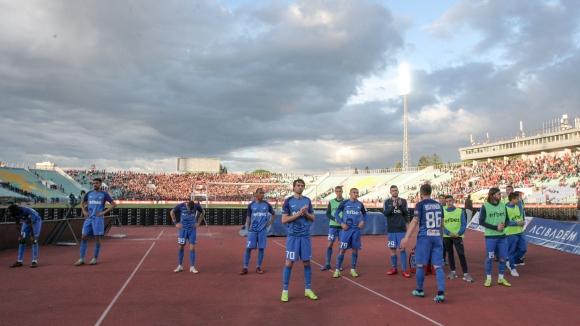 Сините фенове изпратиха футболистите на Левски с песни и аплодисменти