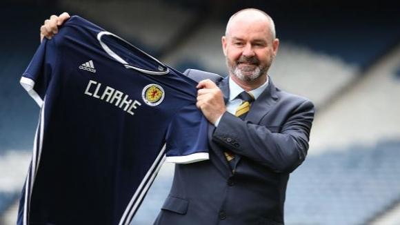 Стив Кларк беше официално представен като селекционер на Шотландия