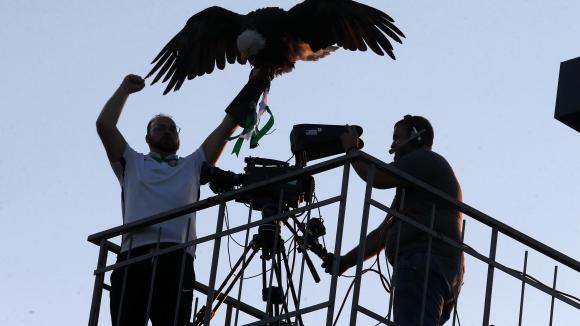 Орелът на Лудогорец се отклони от своя път, долетя при оператор