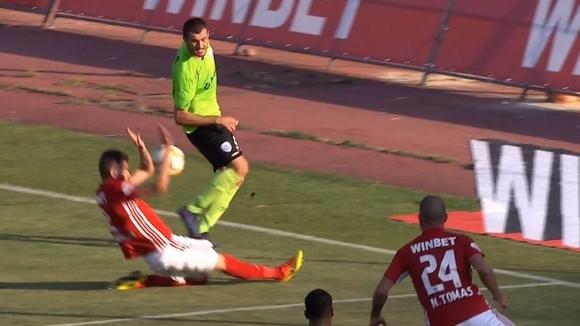 Черно море вкара втори гол на ЦСКА-София след дузпа