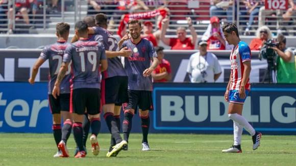 Бенфика победи Чивас с 3:0 в САЩ