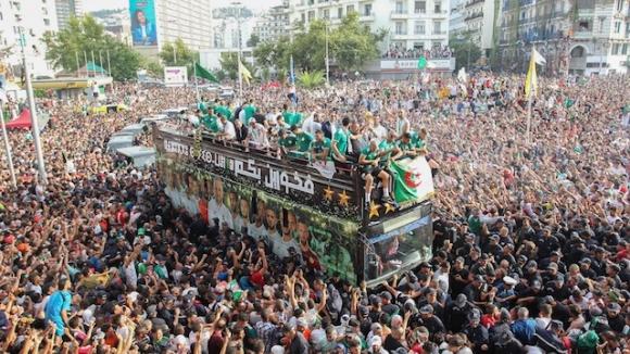 Празненства по улиците на Алжир