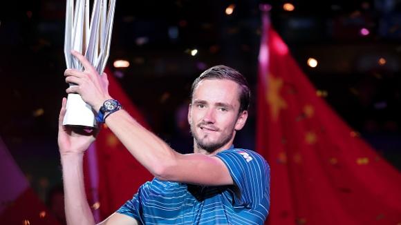 Медведев размаза Зверев и триумфира в Шанхай