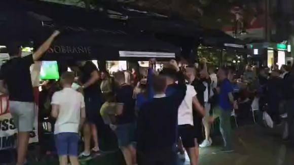Английските фенове окупираха центъра на София