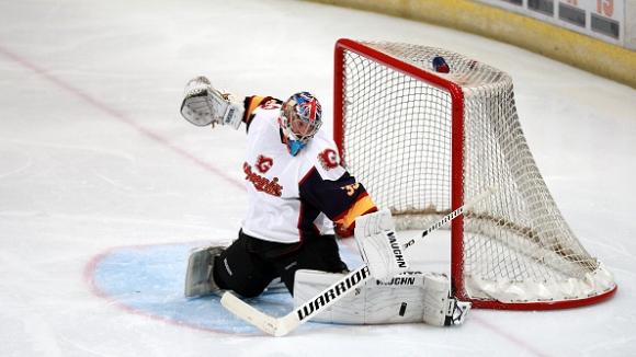 Петер Чех със страхотен дебют като хокеист