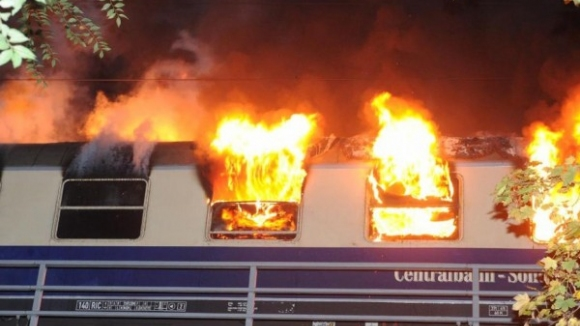 """Стотици футболни фенове на """"Фрайбург"""" попаднаха в капан на горящ влак, има 3-ма ранени"""