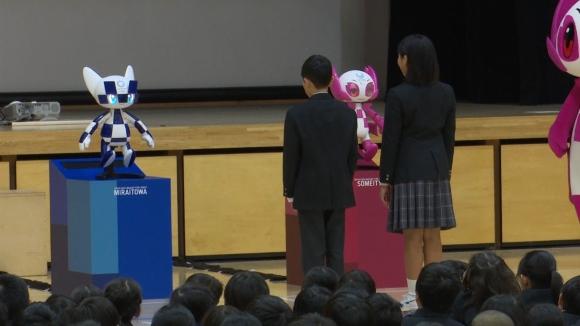 Роботизираните талисмани за Олимпиадата в Токио с презентация пред деца