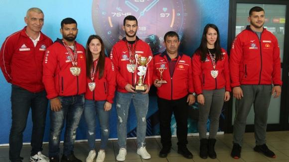Българските щангисти са завърнаха след участието си на турнира в памет на Наим Сюлейманоглу