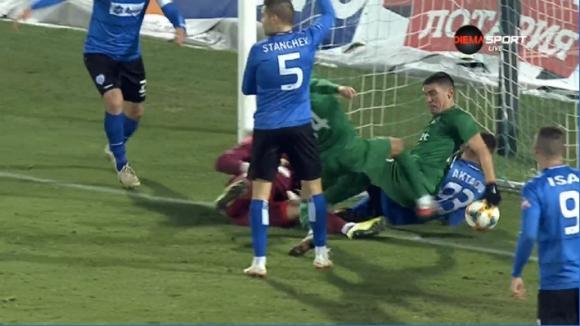 Отмениха гол на Кешерю след спорно решение