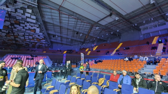 Атмосферата в залата в Пловдив преди боя на Тревел Пулев