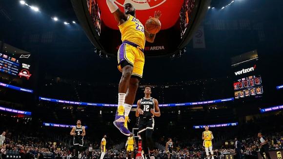 ЛеБрон Джеймс изведе ЛА Лейкърс до нова победа в НБА