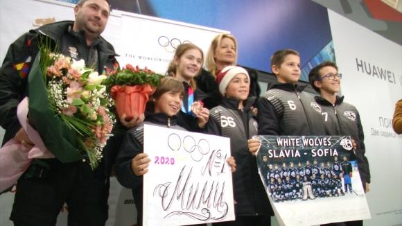 Мария Руневска кацна на родна земя след успеха в Женева
