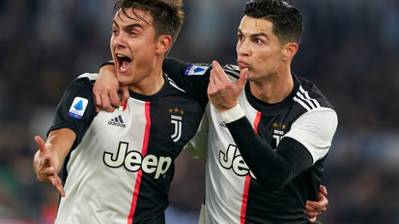Роналдо целува Дибала след втророто си попадение срещу Парма