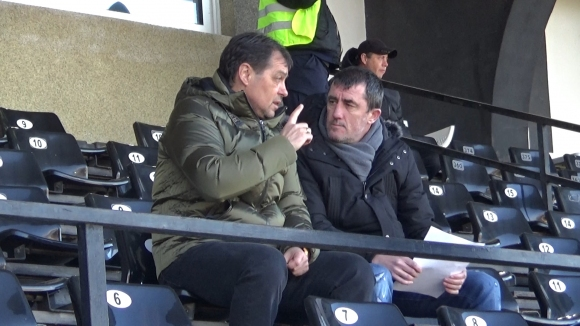 Петър Хубчев наблюдава мача Славия - Дунав в компанията на Ивайло Йорданов