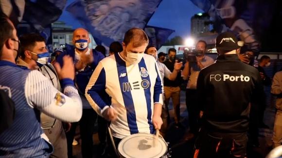 Хиляди фенове на Порто подкрепиха отбора при гостуването на Фамaликао