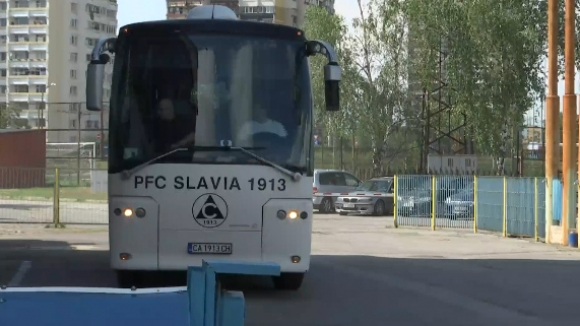 """Играчите на Славия вече са на """"Герена"""" за най-старото столично дерби"""