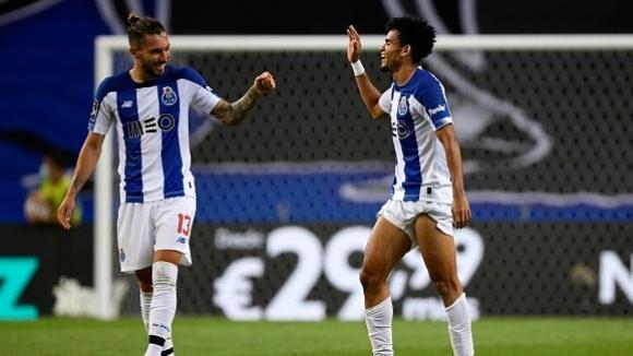 Порто продължи с гръмките победи