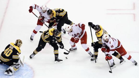 Бостън спечели инфарктен мач срещу Каролина в НХЛ