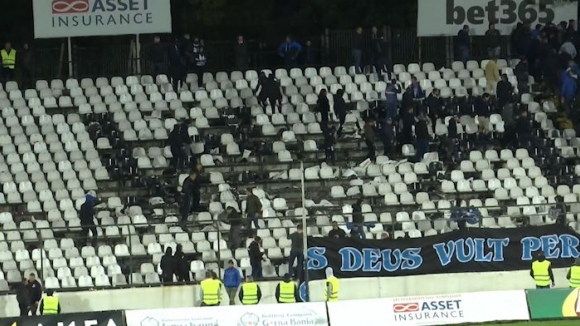 Десетки изпочупени седалки на стадиона на Славия в сектора на левскарите