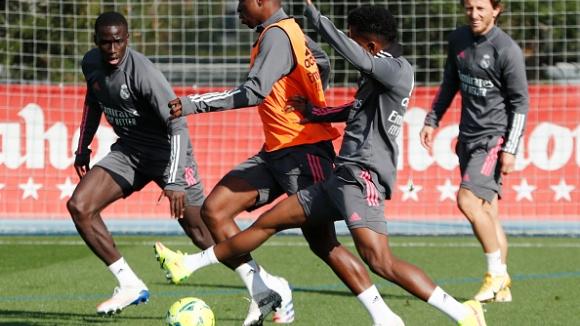 Звездите на Реал (М) тренират завършващи удари ден преди сблъсъка с Барселона