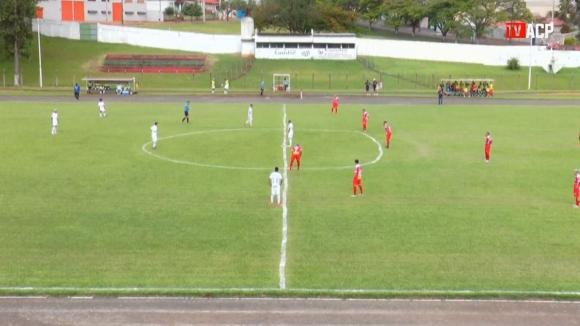 Странни очертания на футболен терен в Бразилия