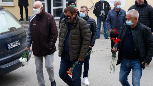 Роднини, колеги и приятели се простиха с Никола Спасов