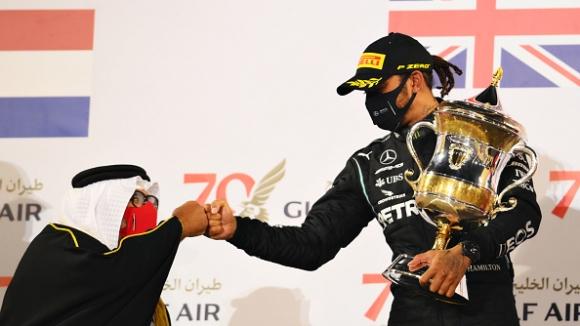 Хамилтън спечели ГП на Бахрейн, Грожан на косъм от смъртта