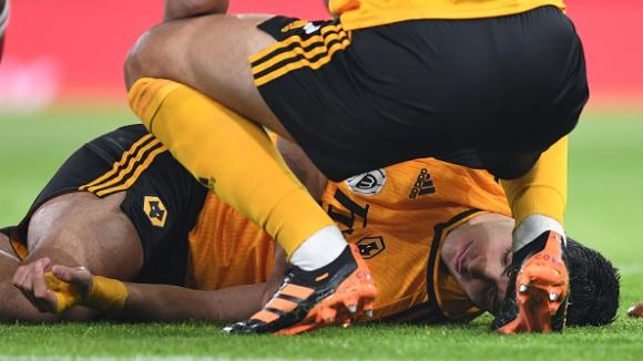 Раул Хименес се оказа със счупен череп след сблъсъка с Давид Луис и претърпя операция