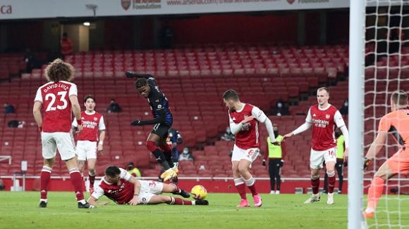 Победната серия на Арсенал беше прекъсната от Кристъл Палас