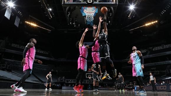Бруклин победи Маями в резултатна среща от НБА